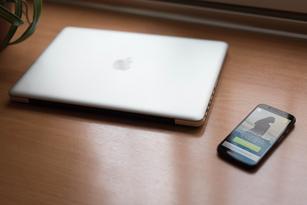smartphone-macbookpro-mockup2