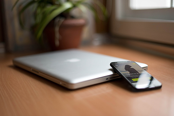 smartphone-macbookpro-mockup3